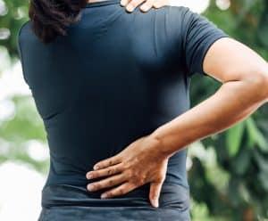 Akupunktur rygsmerter Valby, Frederiksberg, København, dame har ondt i ryggen