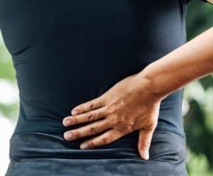 Akupunktur rygsmerter Valby, Frederiksberg, København, dame oplever smerter i ryggen